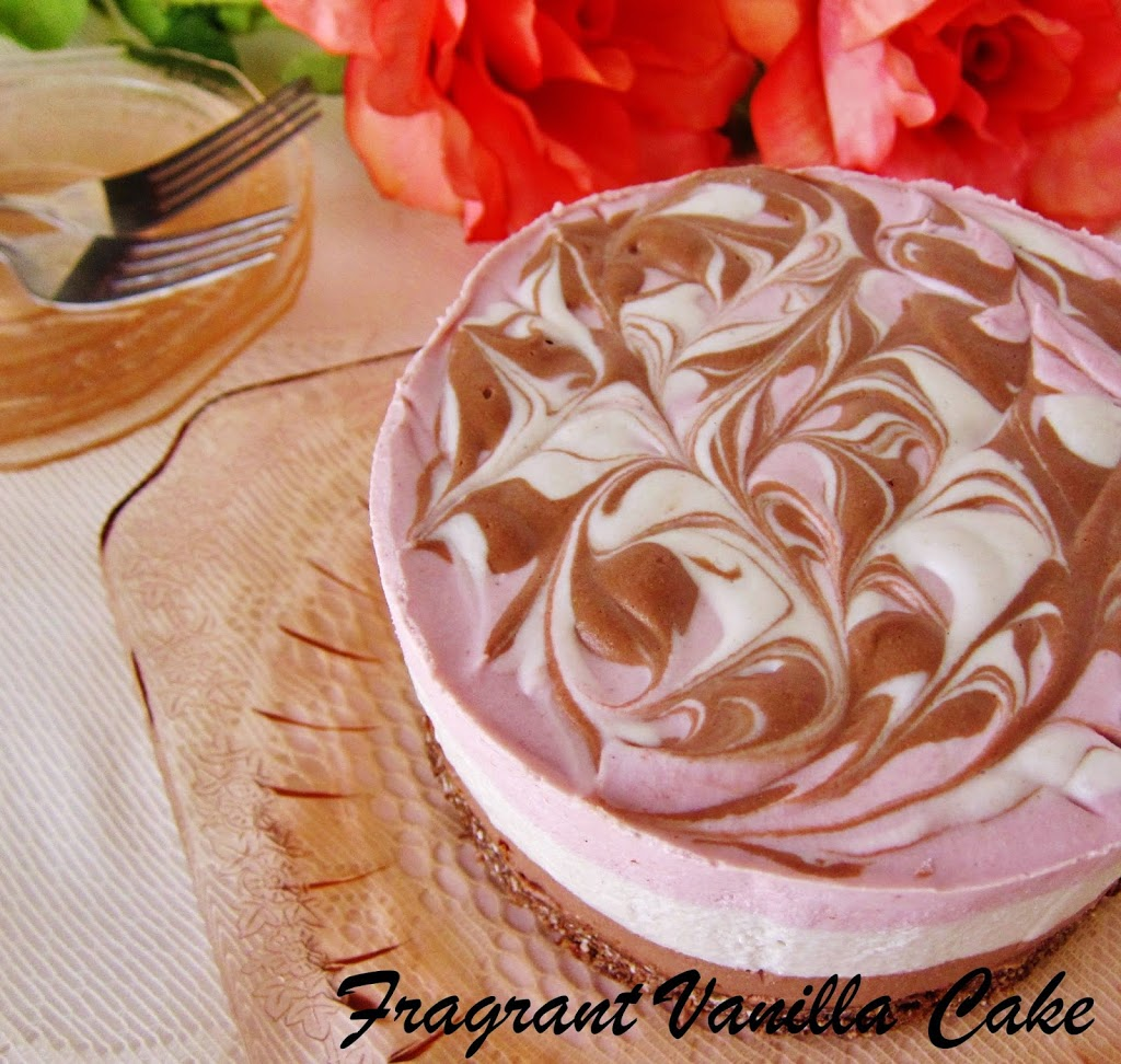 Raw Neapolitan Cheesecake, Blogaversary and a Giveaway!