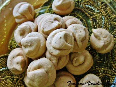Caramel Meringues 1