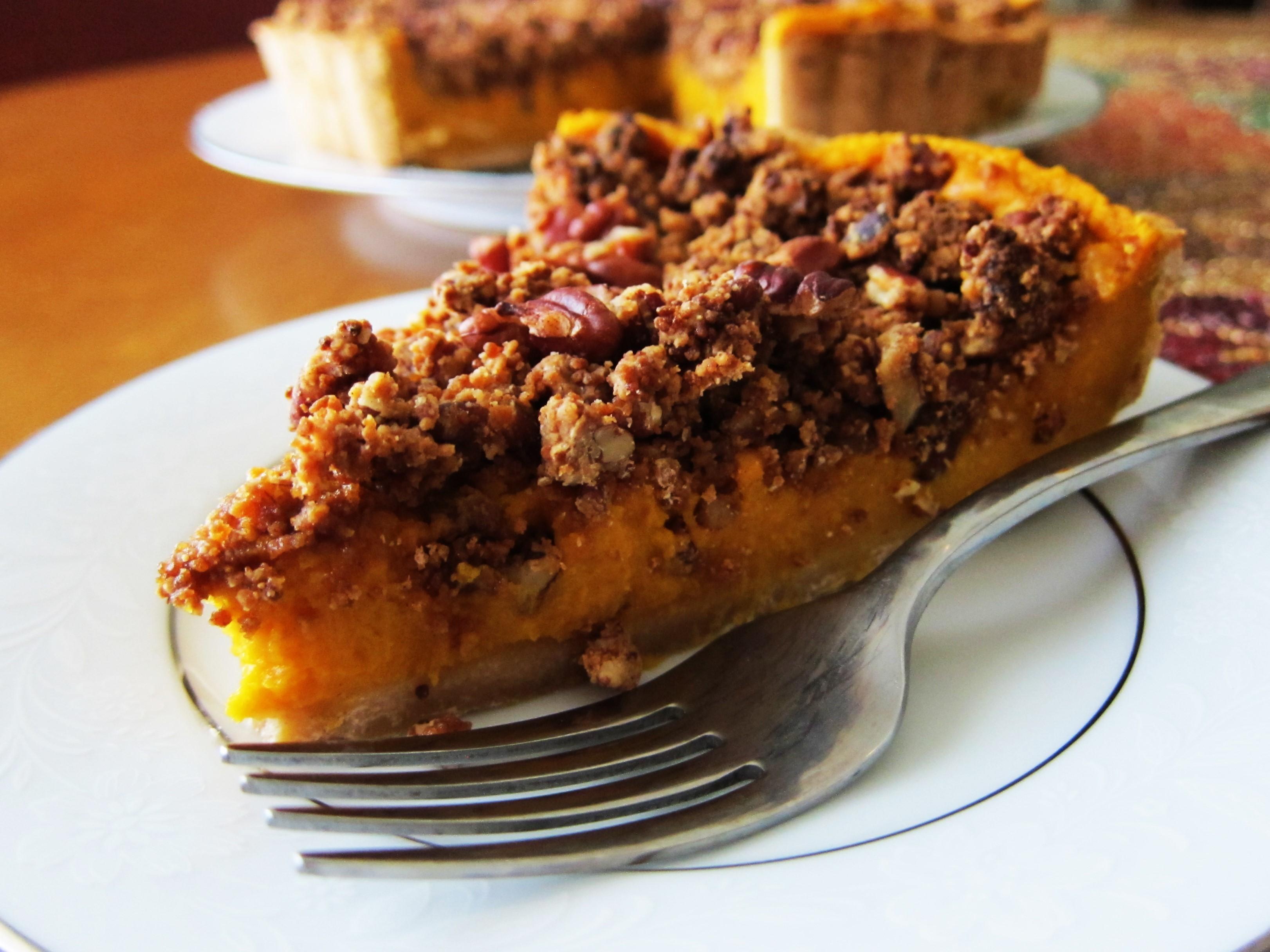 Vegan Sweet Potato Tart with Cinnamon Pecan Streusel Topping