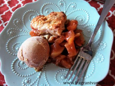 apple-cinnamon-cobbler-with-almond-biscuits-1