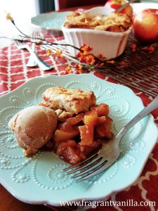apple-cinnamon-cobbler-with-almond-biscuits-2