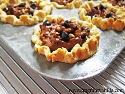 mini-chocolate-cinnamon-pecan-pies-4