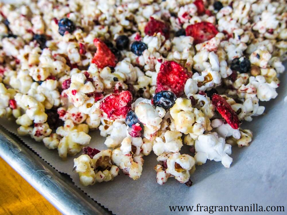 Vegan Berry Cheesecake Popcorn