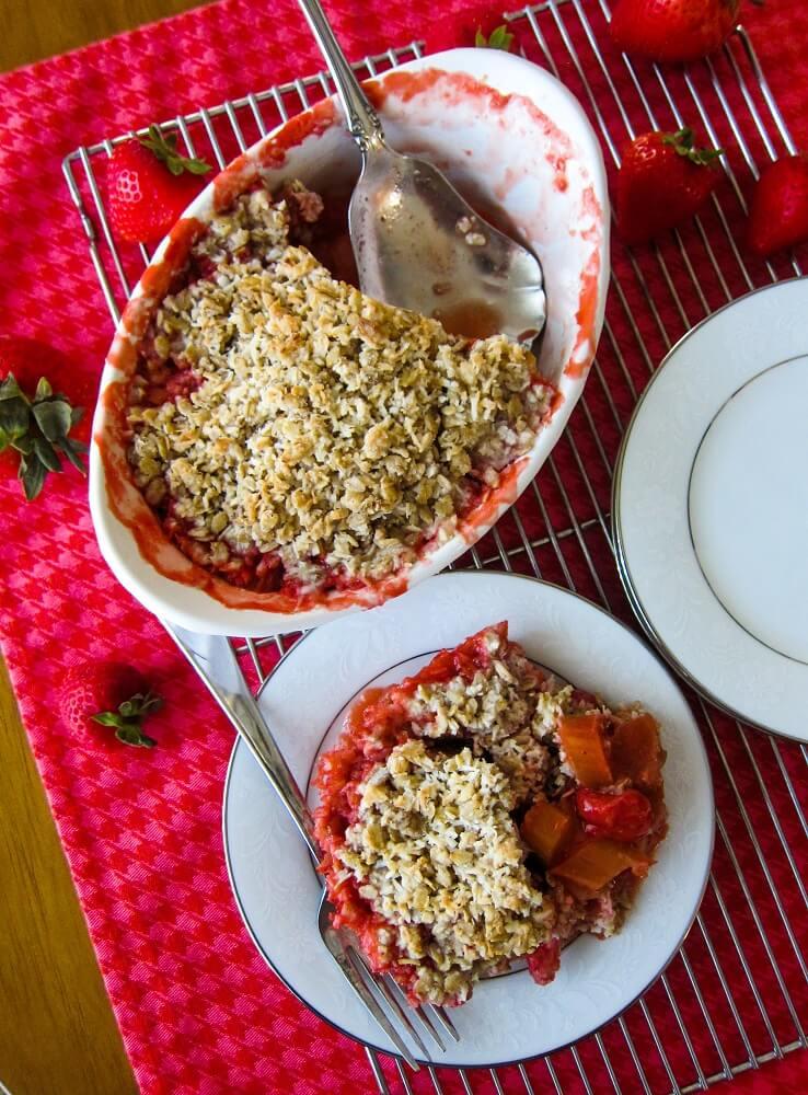 Vegan Strawberry Rhubarb Crisp