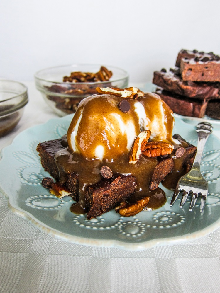 Vegan Maple Pecan Brownie Sundaes