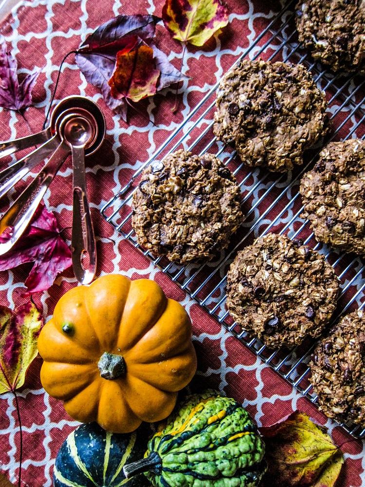 Vegan Pumpkin Spice Oatmeal Cookies