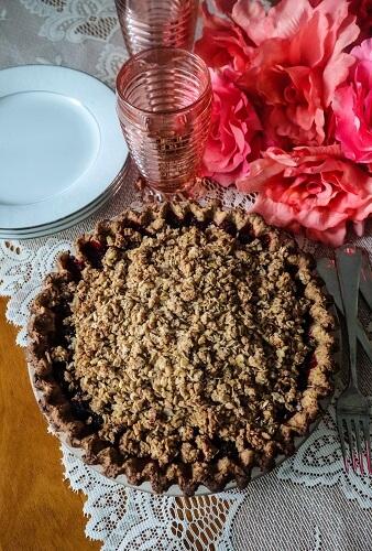 Vegan Blackberry Crumble Pie