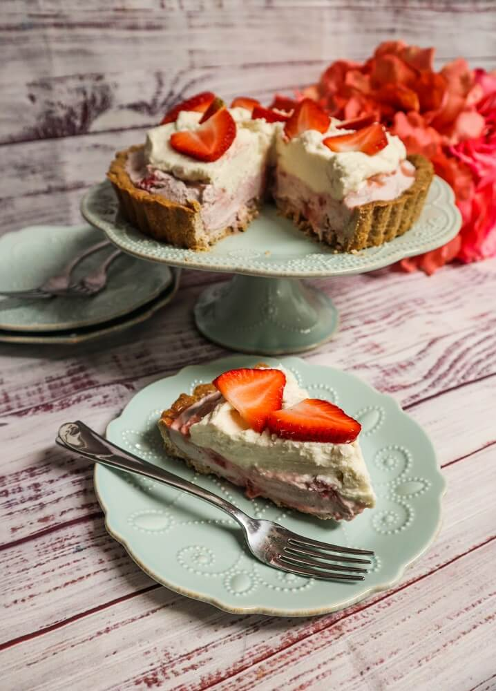 Vegan White Chocolate Strawberry Cream Pie